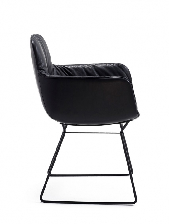 leya von freifrau st hle ps wohndesign. Black Bedroom Furniture Sets. Home Design Ideas
